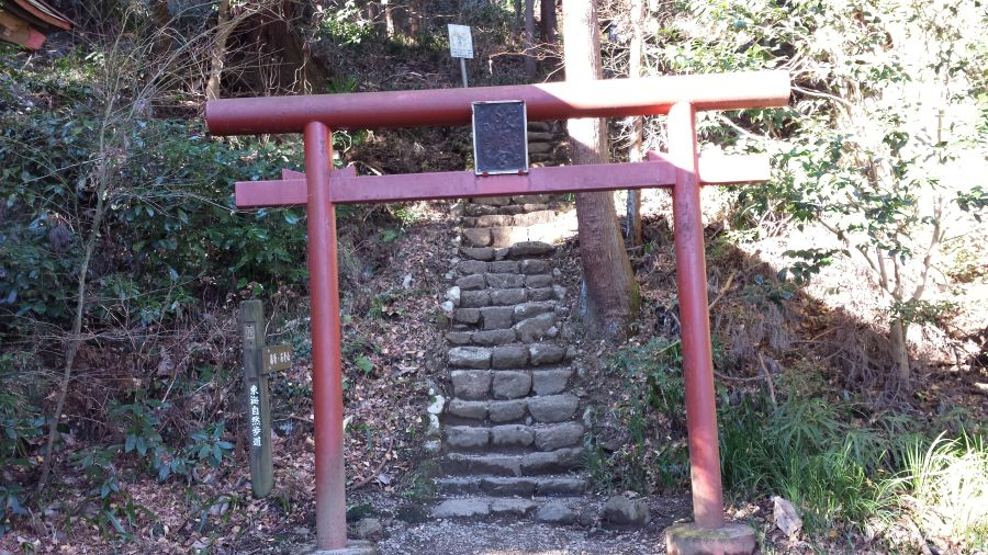 顕鏡寺(けんきょうじ)から石老山へ続く道